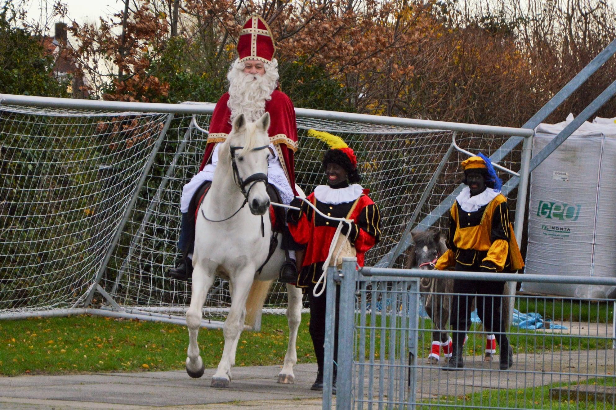 Sinterklaas op bezoek bij v.v. Krabbendijke